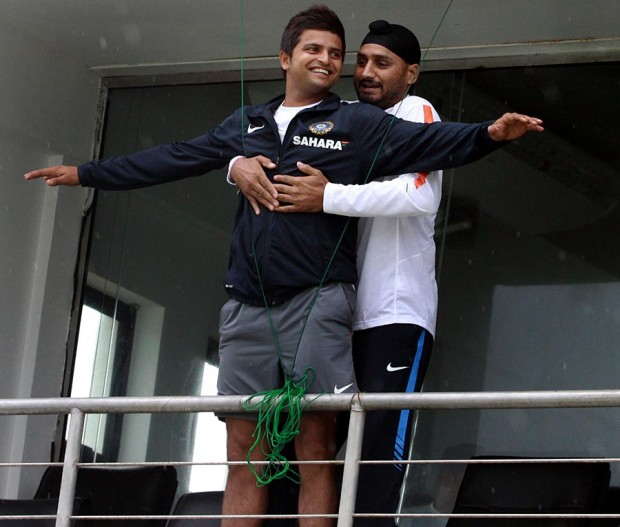 Titanic Pose of Raina and Harbhajan Singh
