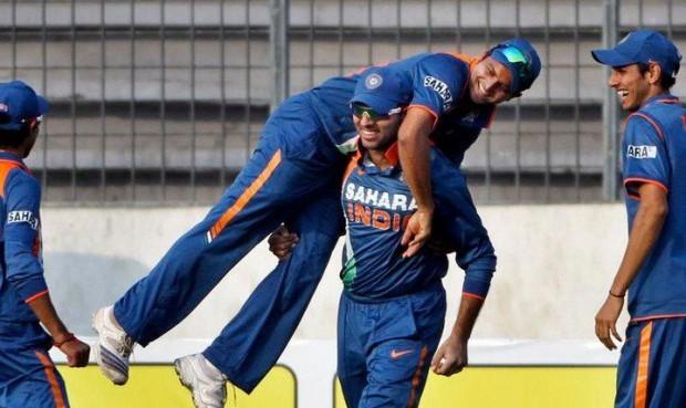 Suresh Raina lifted by Yuvraj Singh