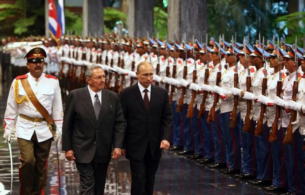 Raul Castro With Russia's President Vladimir Putin