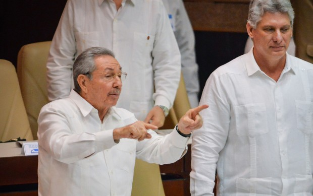 Raul Castro With Vice President Miguel Díaz