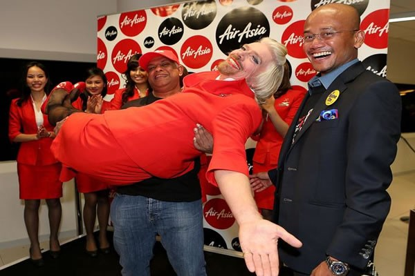 Air Asia CEO Tony lifts Richard Branson