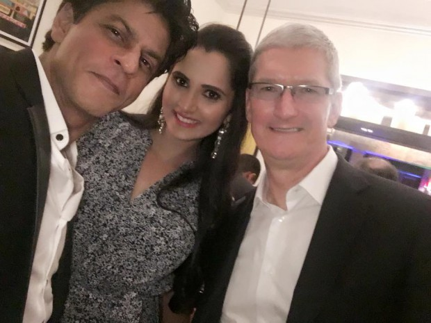 Sania Mirza with Apple CEO, Tim Cook and Indian actor Shahrukh Khan