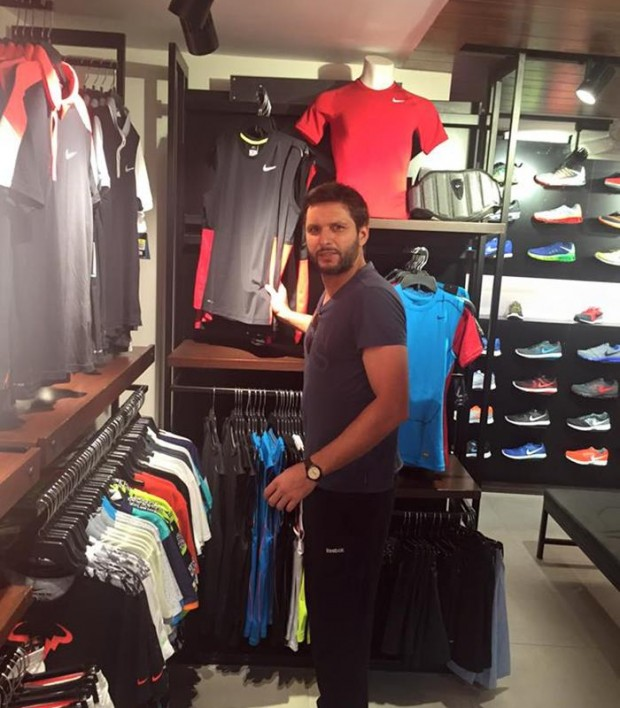 Shahid Afridi during his Shopping