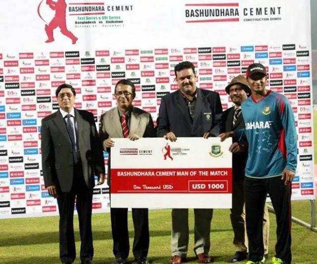 Shakib Al Hasan With Man Of The Match Award