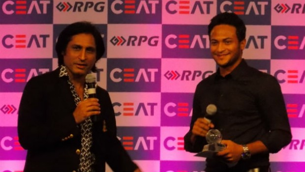 Shakib Al Hasan with the CEAT T20 Player of the Year Award