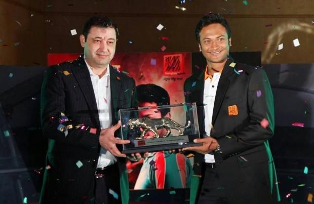 Banglalink CEO Ziad Shatara handing over the Tiger Crest to  Shakib Al Hasan