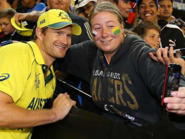 Shane Watson Posing For a Selfie For His Fan