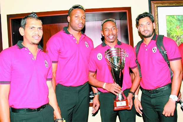 unil Narine,Kieron Pollard and Dwayne Bravo  holds the Caribbean T20 champion trophy