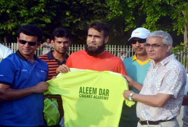 Imran Tahir at Aleem Dar Cricket Academy