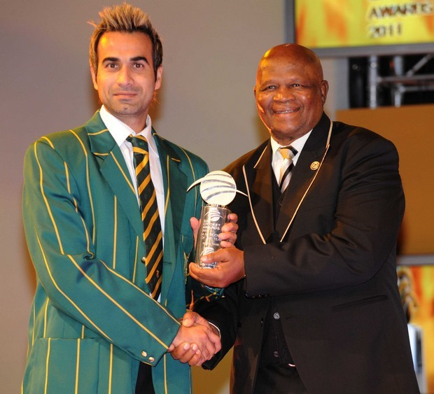 Imran Tahir received the SA newcomer of the Year Award from Ray Mali