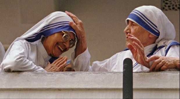 Sister Nirmala Joshi taking blessings from Mother Teresa