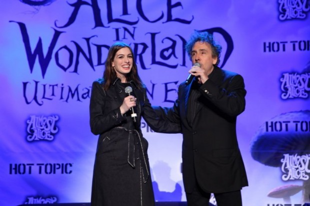 Tim Burton and Anne Hathaway at event of Alice in Wonderland (2010)