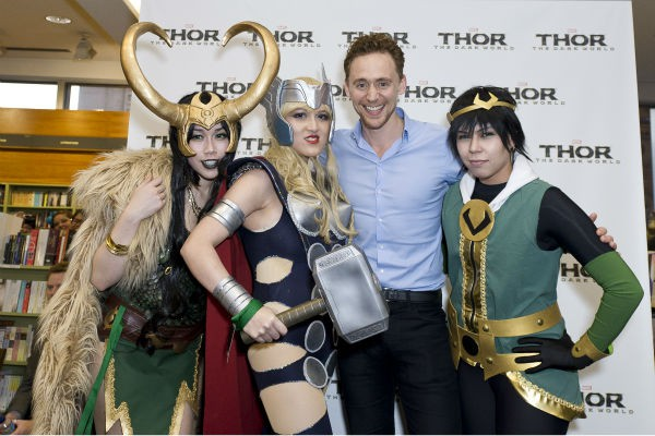 Tom with fans at Thor premiere