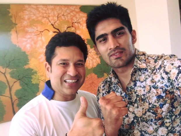 Vijender Singh with Cricket legend Sachin Tendulkar to invite for his game