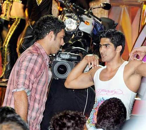 Vijender Singh with Indian Crickter Yuvraj Singh