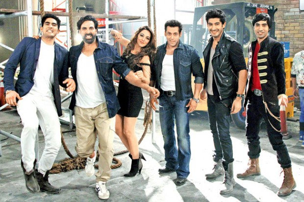 Vijender Singh with Akshay Kumar, Kiara Advani, Salman Khan, Mohit Marwah and Arfi