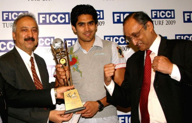 Dr. Amit Mitra and Atul Singh presenting award to Vijender Singh