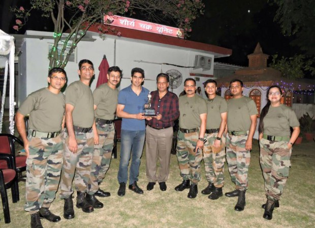 Vijender with Indian Army soldiers