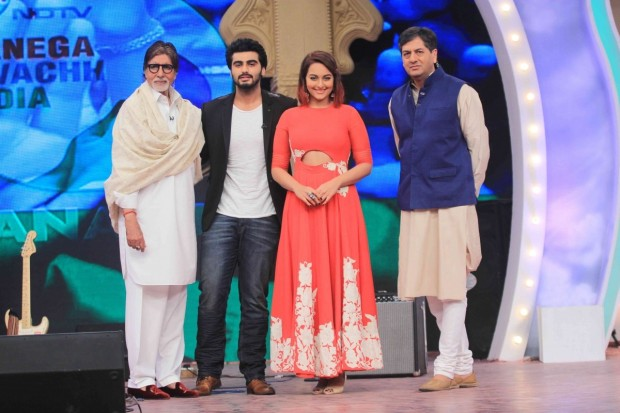 Vikram Chandra with Sonakshi, Arjun and Amitabh Bachchan