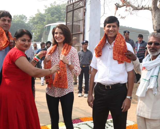 Indian Actress Anushka Sharma and NDTV CEO Vikram Chandra during Support My School Campaign