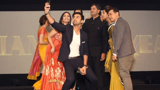 Vikram Chandra Poses with Indian Actors for a selfie during NDTV Awards