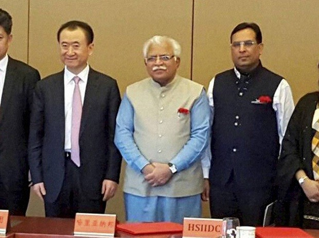 Haryana Chief Minister Manohar Lal Khattar with Wanda Group Chairman Wang Jianlin