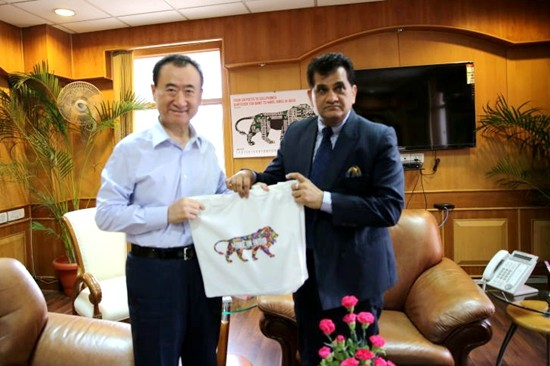 Wang Jianlin meets with India's Secretary of Commerce