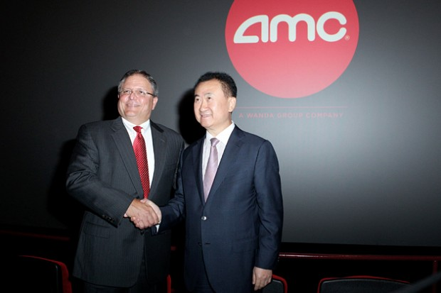 Gerry Lopez, CEO of AMC Entertainment shaking hands with Wang Jianlin