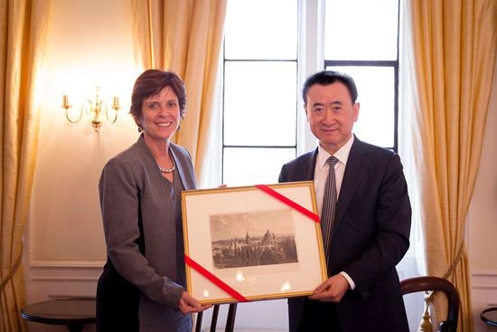 Louise Richardson presents a gift to Wang Jianlin