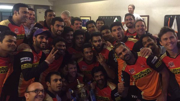 Warner with IPL trophy along with teammates