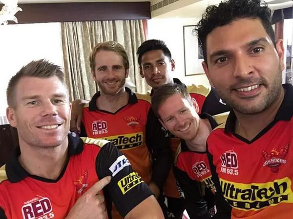 Warner with Yuvi and other SRH teammates