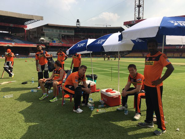 Warner during practice session with SRH teammembers
