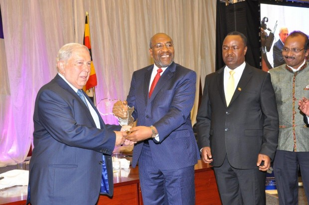 Dr. YK Hamied, the Global Chairman of Cipla receives the Lifetime Achievement award from Dr. Ruhakana Rugunda, Prime Minister of Uganda