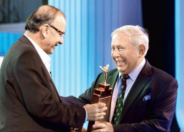 Yusuf Hamied accepting his Lifetime Achievement Award