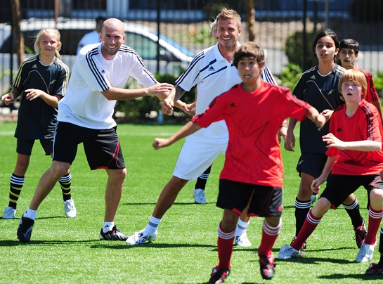 Zidane and Beckham playing with kids