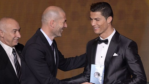 Cristiano Ronaldo recieves award from Zidane