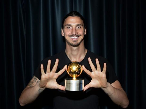 Ibra with his Guldbollen award